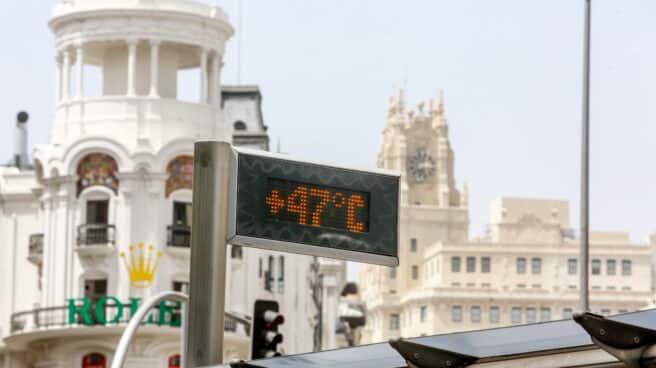 Un termómetro marca 47ºC en la Gran Vía de Madrid.