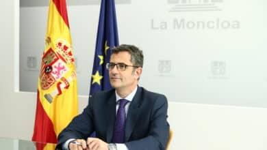 El ministro Bolaños debilita al Gobierno en sus ataques al PP