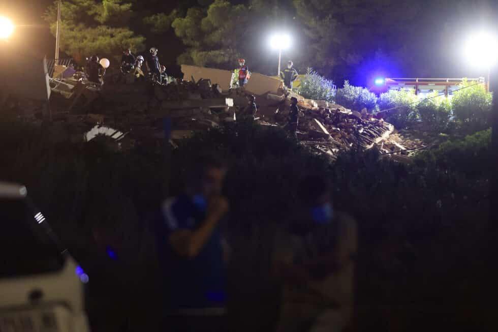 Un edificio de tres alturas se ha derrumbado este miércoles en una urbanización de la localidad castellonense de Peñíscola.