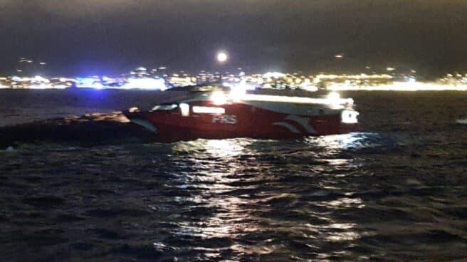 Ferry encallado en Ibiza.