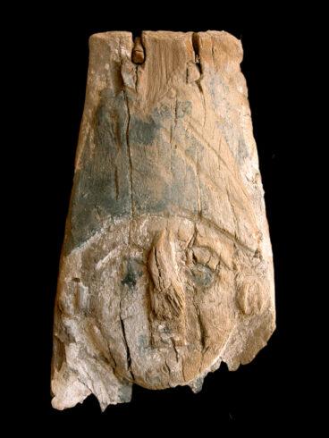 Máscara de un ataúd del siglo II d.c. hallado por una misión italiana que ha encontrado rastros de epidemias