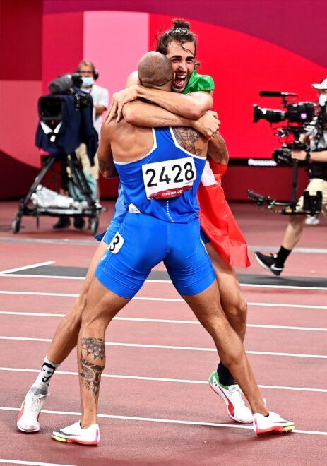 Marcell Jacobs y Gianmarco Tamberi celebran sendos oros en el Estadio Olímpico de Tokio