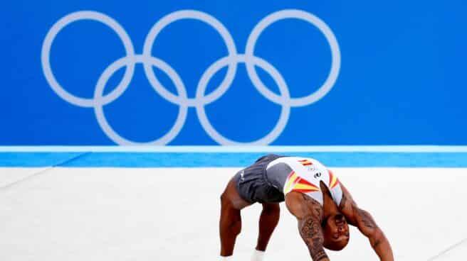 El gimnasta Rayderley Zapata durante un ejercicio de suelo en Tokio 2020