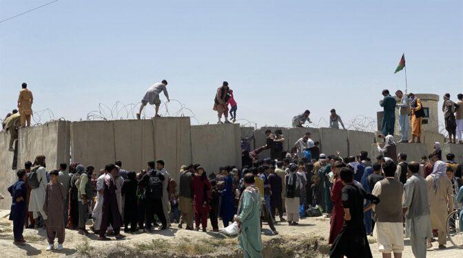 """Biden echa al traste su legado con una rendición """"humillante"""" ante los talibanes"""