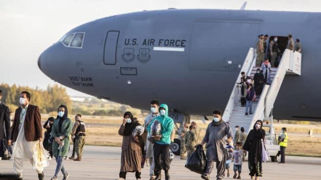Llega a la base de Rota (Cádiz) un vuelo estadounidense con 200 afganos