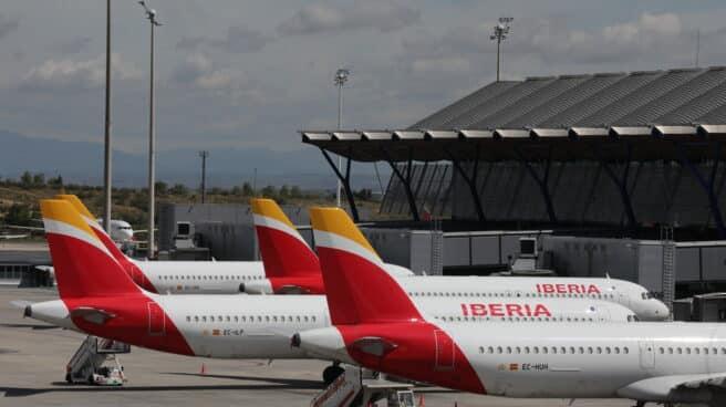 Varios aviones de Iberia aparcados en el Aeropuerto de Madrid-Barajas Adolfo Suárez.