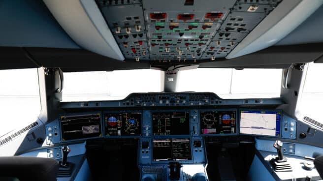 Interior de la cabina del nuevo avión A350, de la aerolínea Iberia.