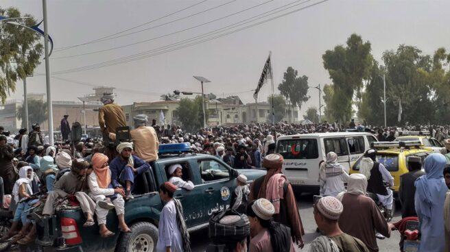 Talibanes en Kandahar tras la toma de la ciudad.