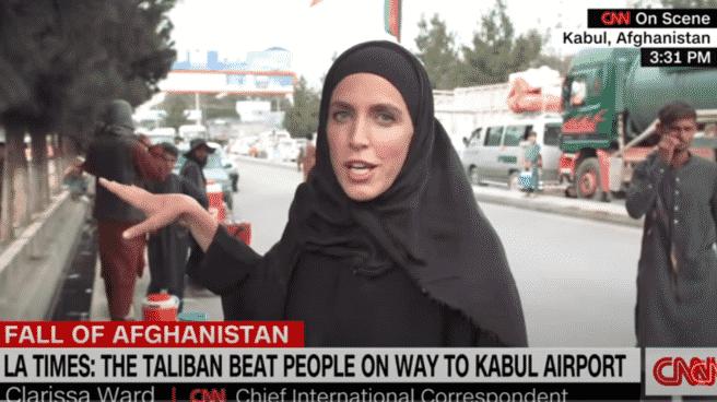 Clarissa Ward durante una cobertura en directo en Kabul (Afganistán) para la CNN