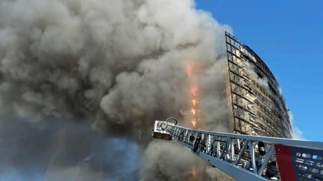 Incendio de un edificio en Milán.