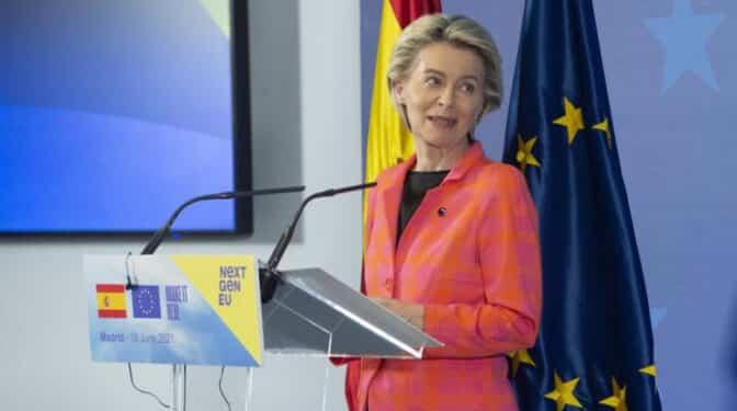 Von der Leyen anuncia que el 70% de los mayores de 12 años de la UE tienen la pauta completa