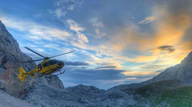 El Grupo de Rescate del SEPA asiste y evacua a una montañera herida tras sufrir una caída en Picos de Europa