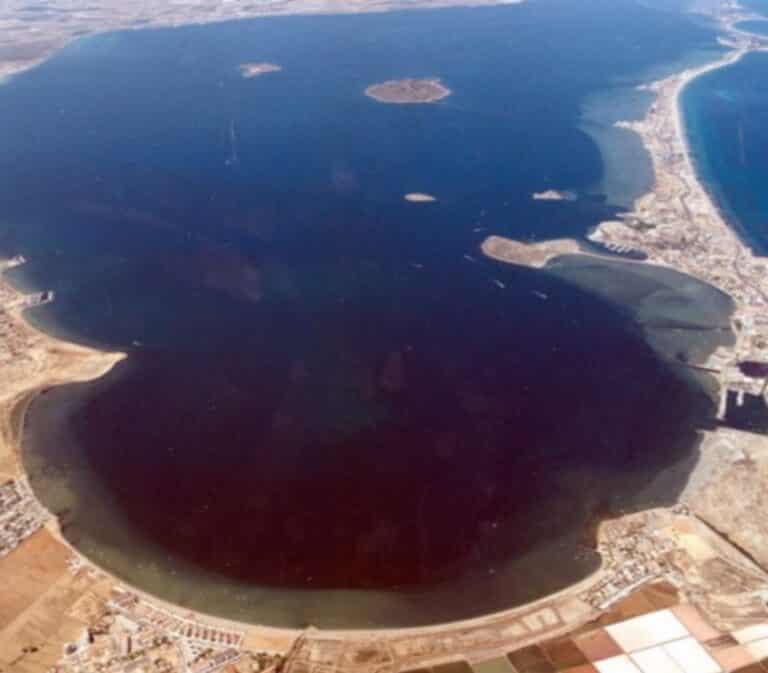 Murcia prohíbe el uso de fertilizantes nitrogenados en la zona 1 del Mar Menor