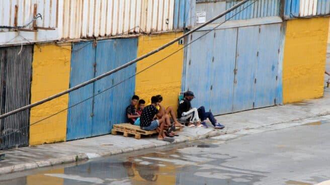 Un grupo de menores se fugan de las naves del Tarajal para evitar ser devueltos a Marruecos