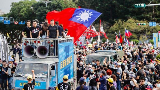 Manifestantes taiwaneses en una concentración en noviembre de 2020.