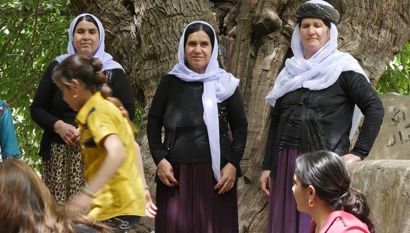 Mujeres yazidíes en el santuario de Lalish, en el norte de Irak