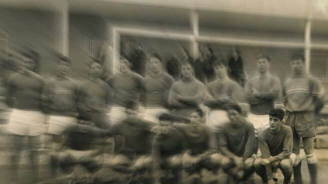 Entrenamiento de la selección sub18 previo al partido de vuelta jugado el 13 de marzo en Roma entre los conjuntos juveniles de España e Italia. Enrique Murillo, abajo, el primero por la derecha.