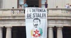 PP, Vox y Cs piden explicaciones por la pancarta de Stalin colgada en el Ayuntamiento de Valencia