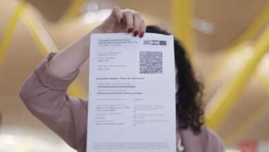 El 'pasaporte Covid' enfrenta a hosteleros, partidos y jueces en España: ¿quién está a favor y en contra?