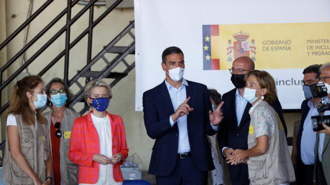Pedro Sánchez, junto a Ursula von der Leyen y Charles Michel en la Base Aérea de Torrejón de Ardoz.