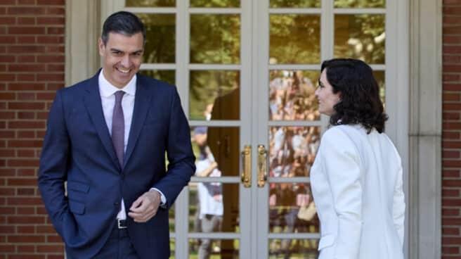 El presidente del Gobierno, Pedro Sánchez, recibe a la presidenta de la Comunidad de Madrid, Isabel Díaz Ayuso.