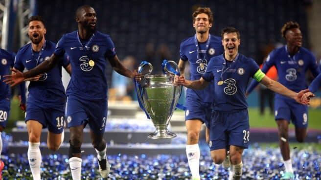 Los jugadores del Chelsea celebran la Champions conquistada en Oporto