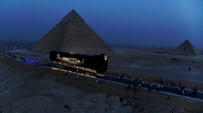 El último viaje de la barca solar del faraón Keops