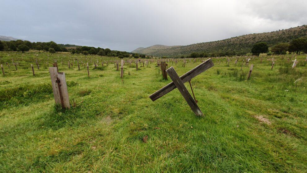 Tumbas del cementerio Sad Hill, escenario de 'El bueno el feo y el malo'.