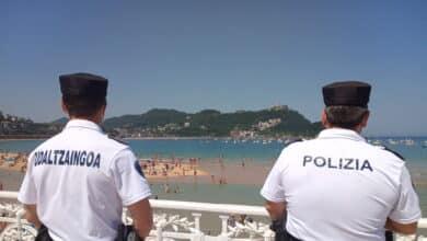 Arrojan objetos contra los operarios que colocaban el vallado para la Bandera de la Concha de San Sebastián