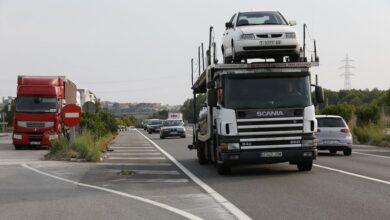 Vuelca un camión cisterna con 25.000 litros de sosa cáustica en la AP-7