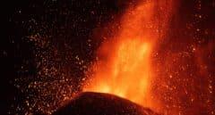 Dos nuevas bocas eruptivas obligan a más evacuaciones en La Palma