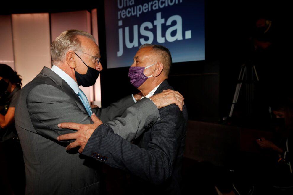 Isidro Fainé y Pepe Álvarez, en el acto de Pedro Sánchez.