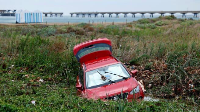 La lluvia en Sagunto ha esta semana ha arrastrado al mar todo tipo de objetos y sedimentos.