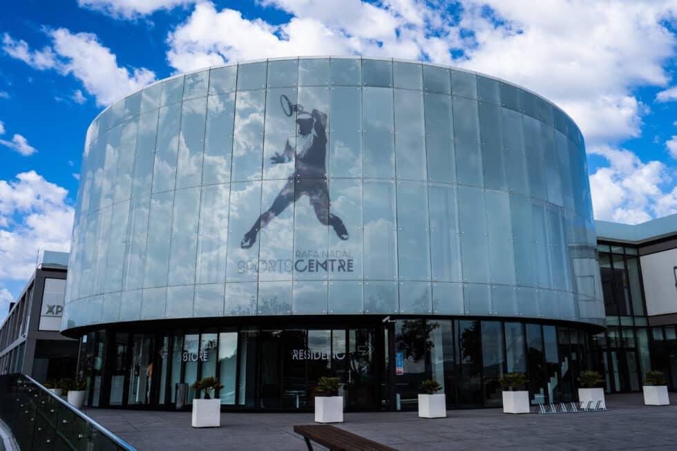 Fachada del Rafa Nadal Sports Center de la academia