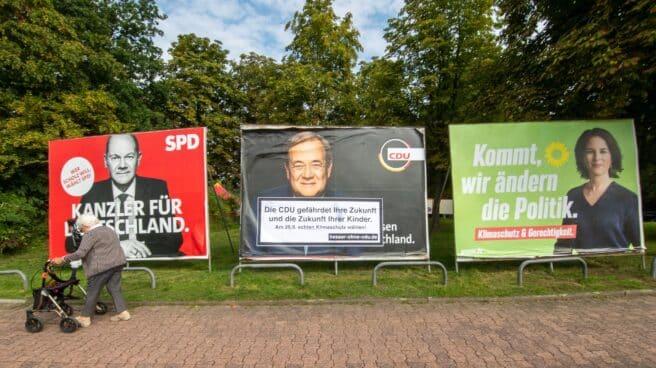 Los carteles electorales de Scholz, Laschet y Baerboc, en Fráncfort