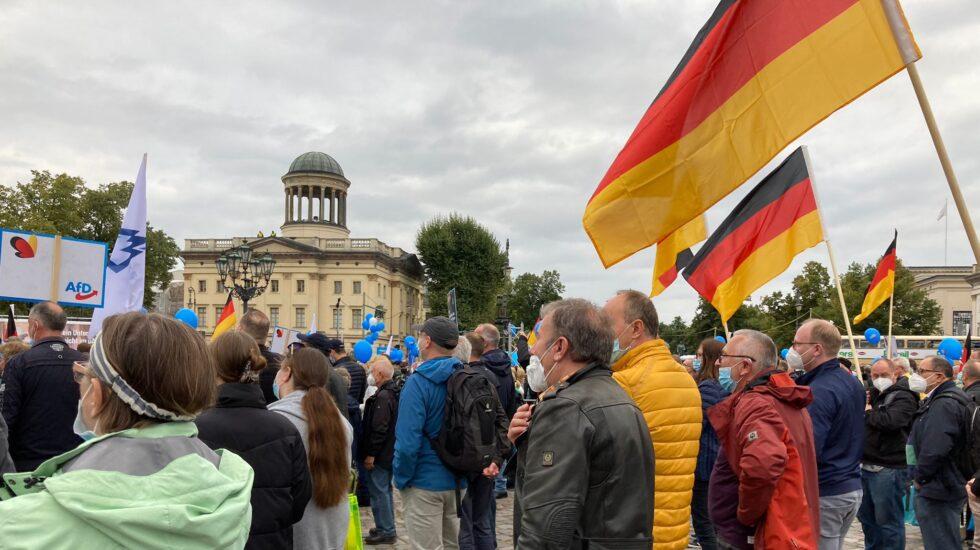 Seguidores de Alternativa para Alemania atienden el mitin de fin de campaña en Berlín