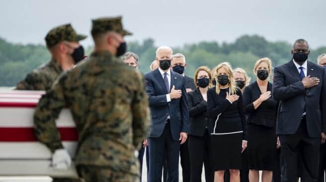 El presidente Joe Biden y la primera dama en el homenaje a las víctimas estadounidenses de los ataques de Kabul