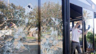 El macrobotellón de Barcelona se traslada a la playa del Bogatell y provoca nuevos actos vandálicos