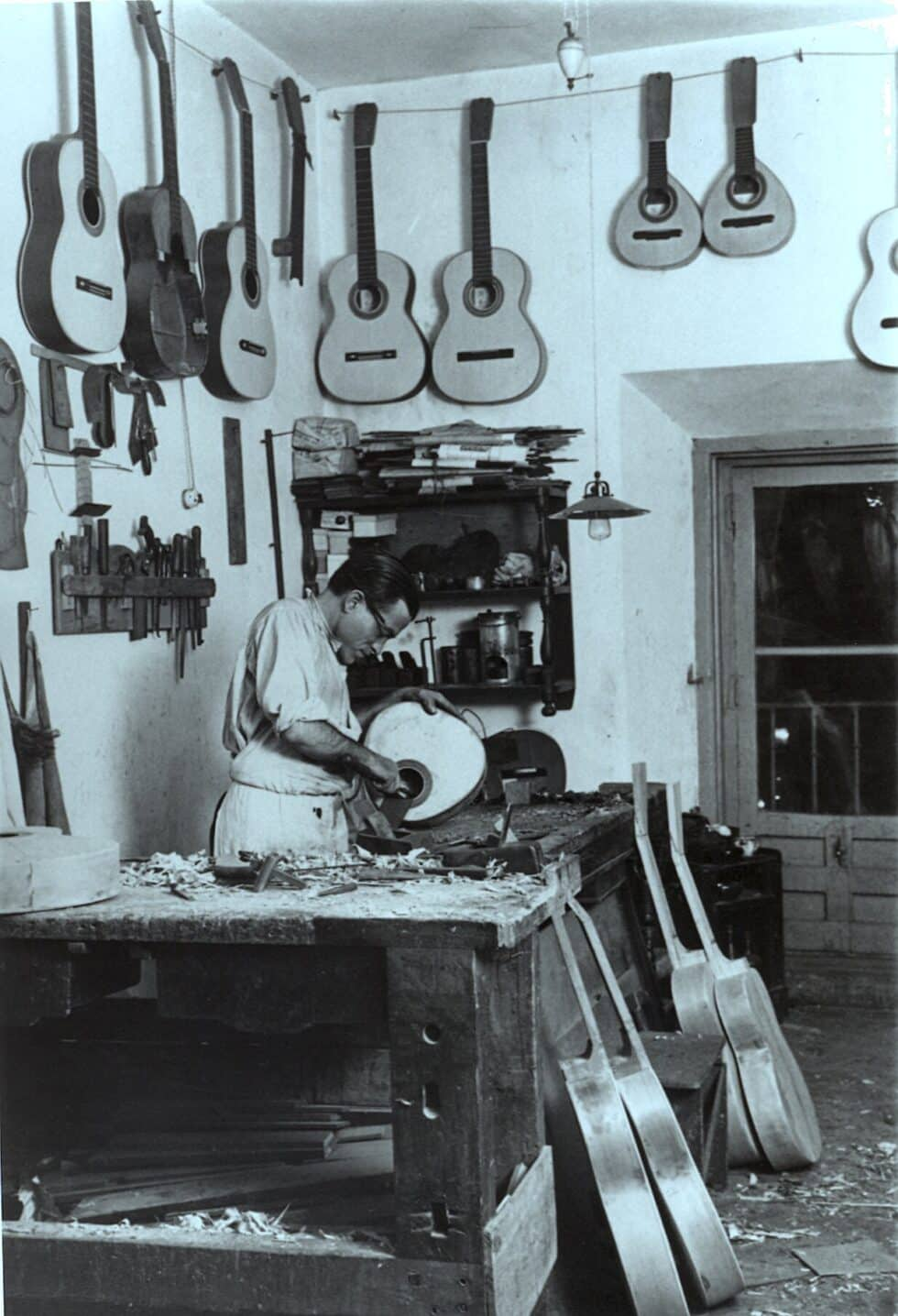 Construcción de guitarras en el taller