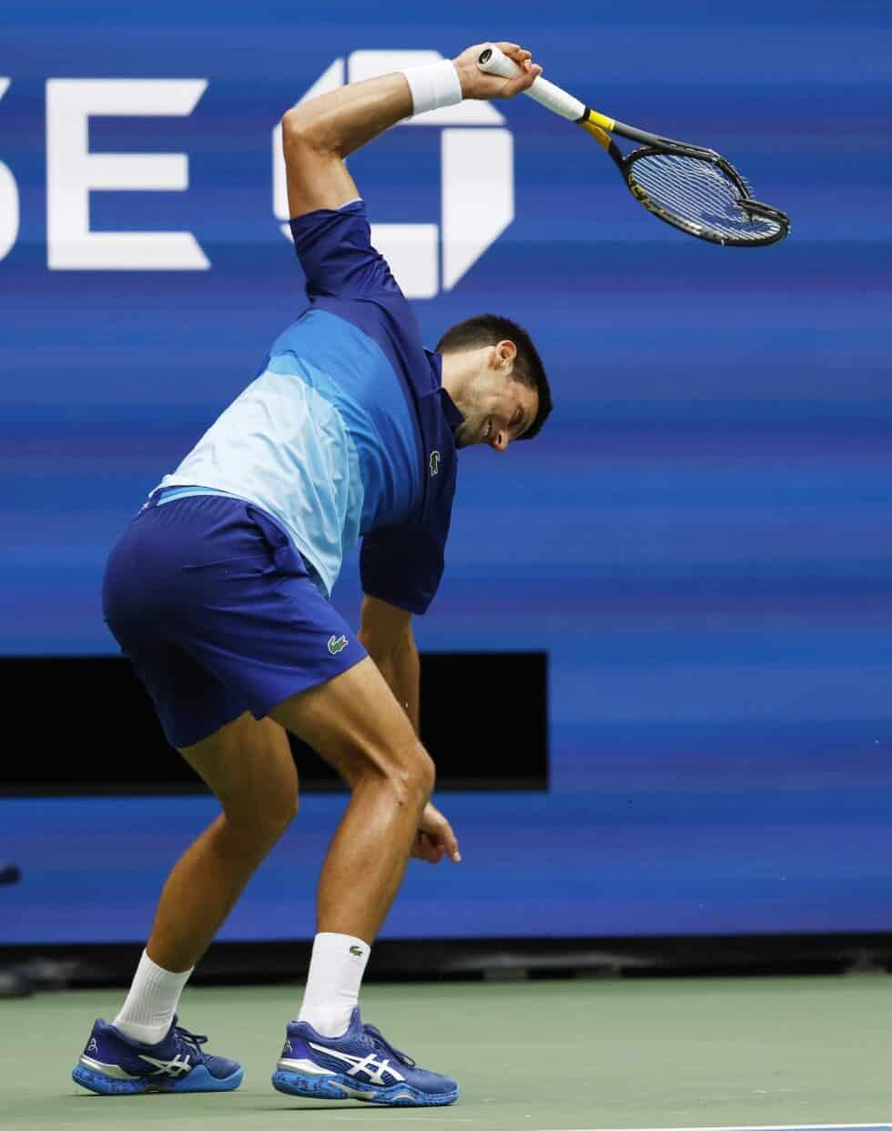 Djokovic revienta una raqueta durante la final del US Open ante Daniil Medvedev