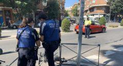 Heridas dos personas que iban en un patinete eléctrico tras chocar contra un autobús