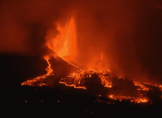 Miles de evacuados tras la erupción del volcán de La Palma