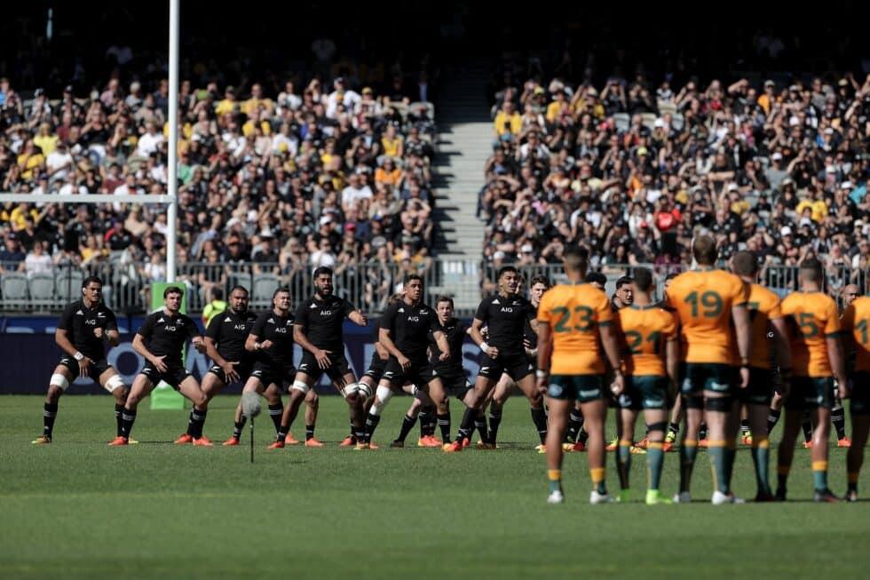 Los All Blacks hace una haka ante Australia antes de un partido el 5 de septiembre en la ciudad de australiana de Perth