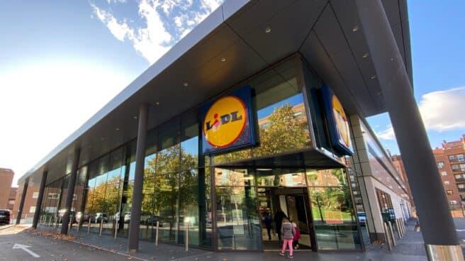 Imagen del acceso a un supermercado Lidl.