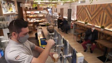 Las barras de los bares reabren en Galicia con uso individual o de dos convivientes