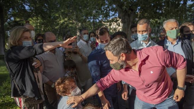 """El presidente nacional de Vox, Santiago Abascal (d) durante una manifestación """"en defensa de nuestras fronteras""""."""