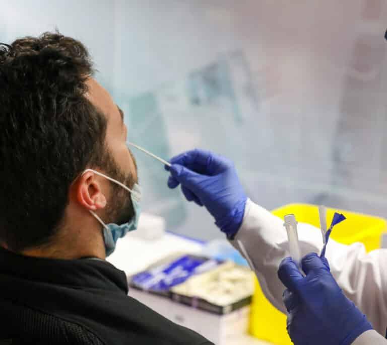 Sanidad notifica 2.746 contagios y la incidencia se sitúa en los 69 casos
