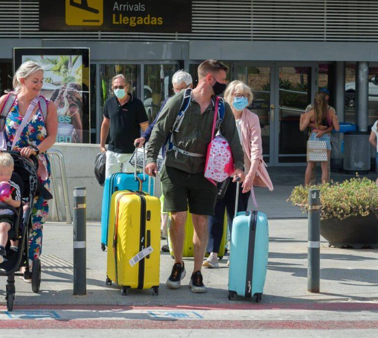 Los británicos empiezan a regresar a Benidorm tras un verano de sequía