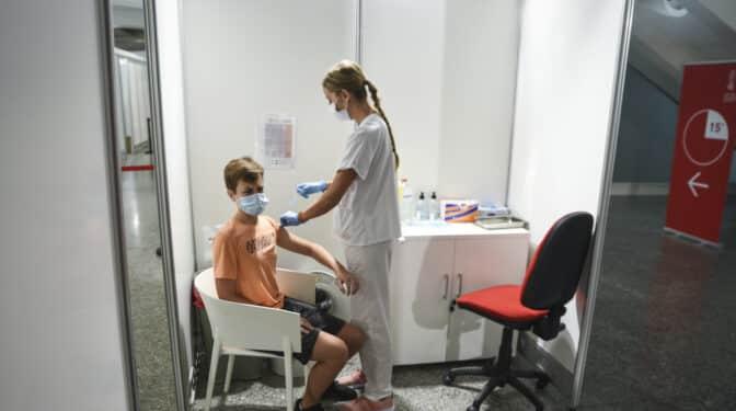 El 95% de los españoles está a favor de vacunarse pero solo el 71% se la pondría a sus hijos