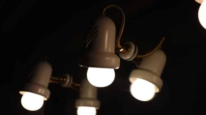 El precio de la luz baja un 20,6% este viernes pero será el segundo más caro de la historia